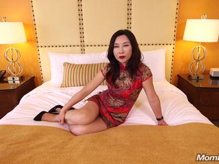 Mature Asian Amateur Milf takes Big..