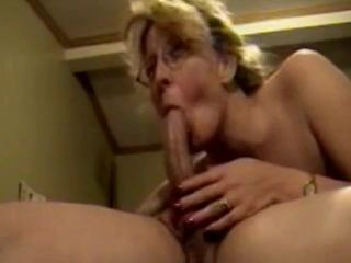 Blonde mature slut wants to show she can..