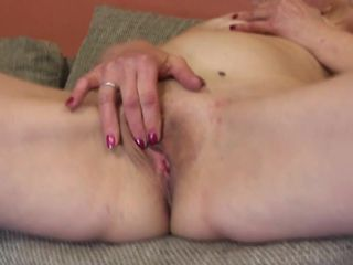 Amateur granny ready for anal and pussy..