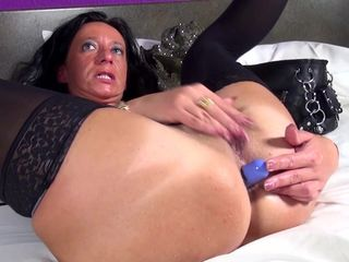Kinky mature slut mom with hungry ass..