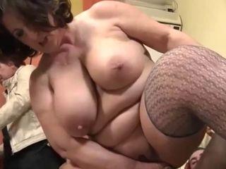 Thick Mature Italiana takes ANAL -..