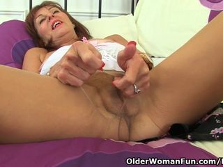 English gilf Georgie Nylons pushes dildo..