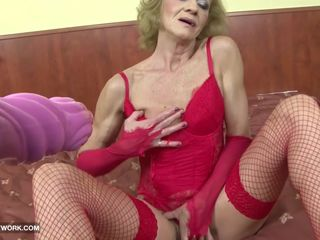Granny hairy pussy getting fucked by big..