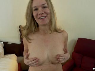 Thick amateur MILF with natural tits..
