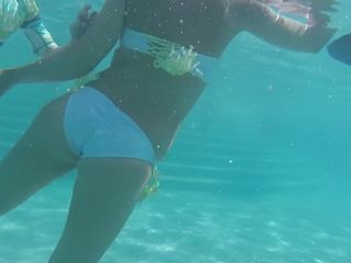 Arab MILF Under Water - Junge Arab Mutti..
